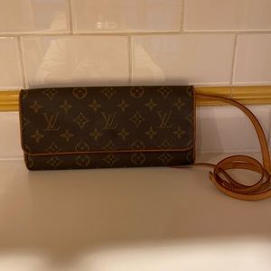 Louis Vuitton twin pouchette
